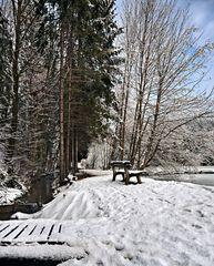Steg und Ruhebank im Winter!