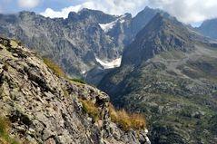 Steil bergab am Wegesrand