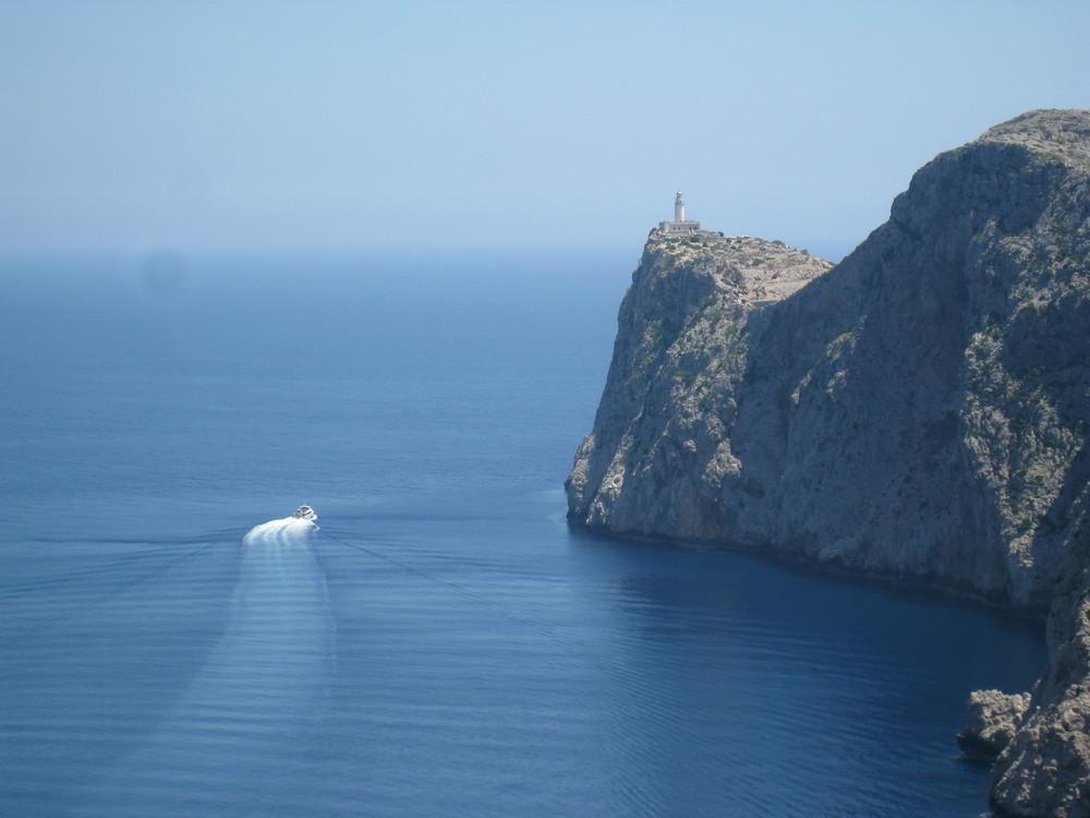 Steilküste mit Leuchtturm