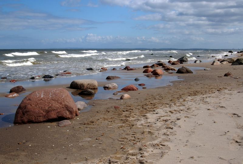 Steinblöcke am Strand