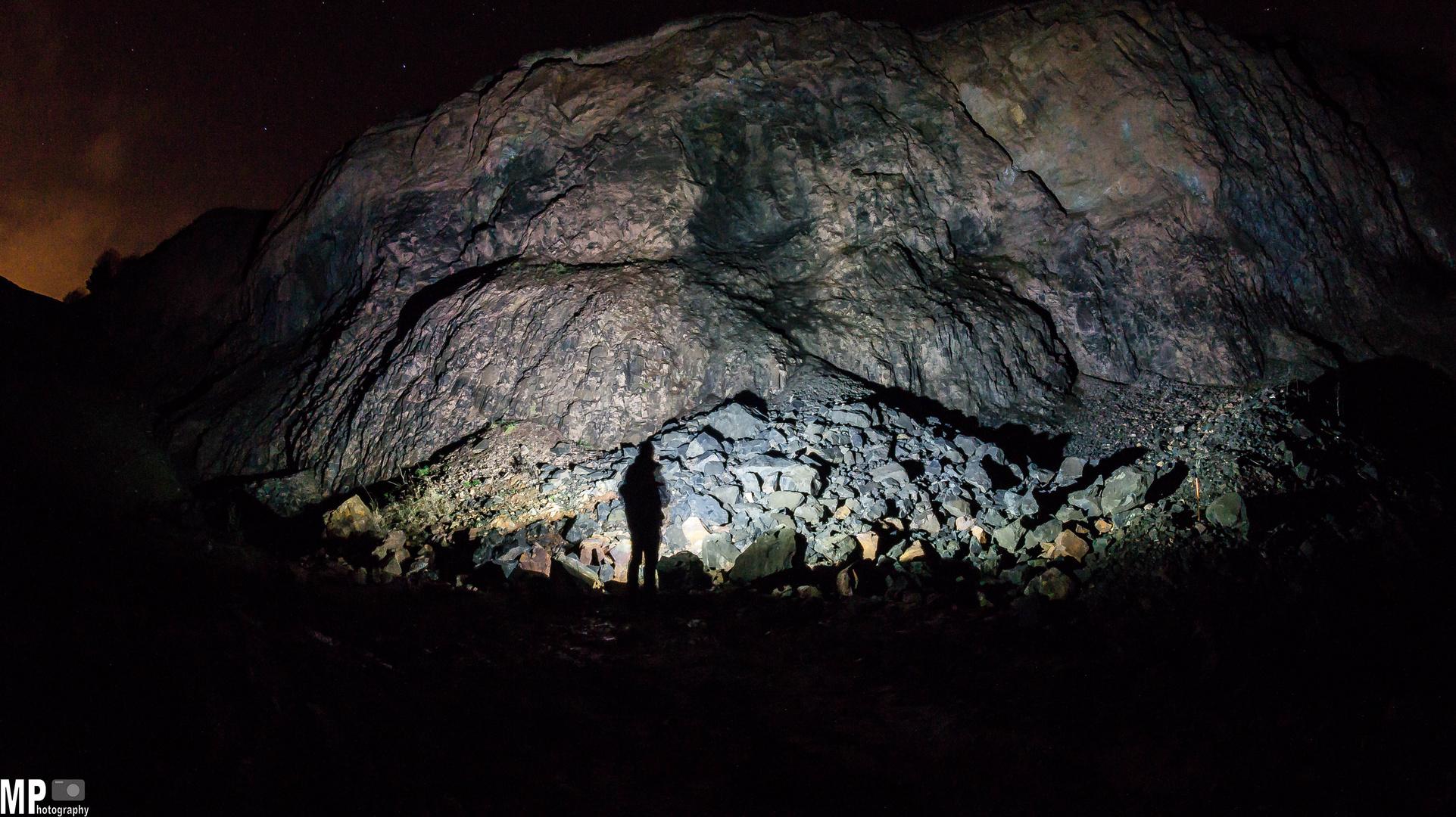 Steinbruch bei Nacht