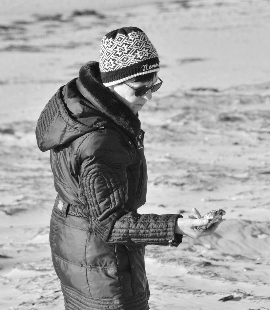 Steine Finden am Strand