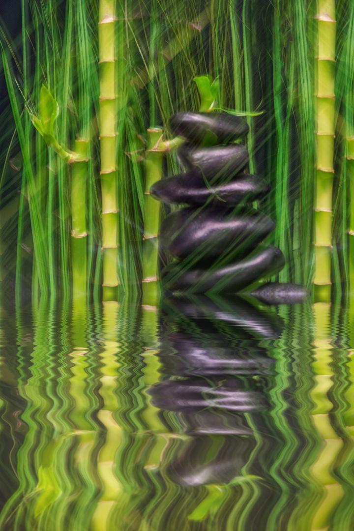 Steine und Bambus