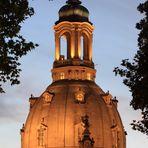 Steinerne Glocke zur Blauen Stunde - ausgerichtet