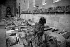 Steinfiguren aufgereiht für die Restaurierung in der Johanniskirche Schwäbisch Gmünd