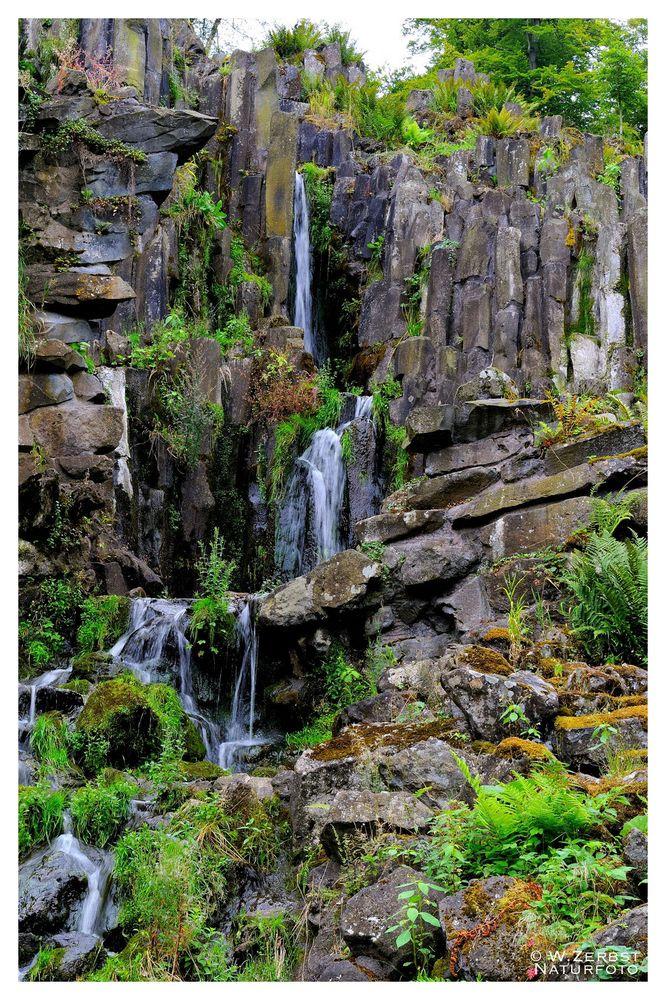 - Steinhöfer Wasserfall im Bergpark Kassel -