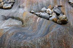 Steinwellen, verursacht durch Wasserwellen