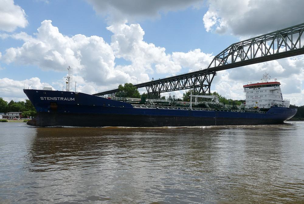 Stenstraum   -    Chem.-Tanker auf dem Nord-Ostseekanal