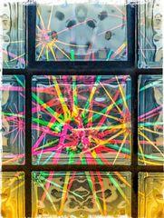 Sterne hinter Strukturglasfenstern