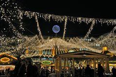 Sternenhimmel über dem Weihnachtsmarkt in Essen, Kennedyplatz
