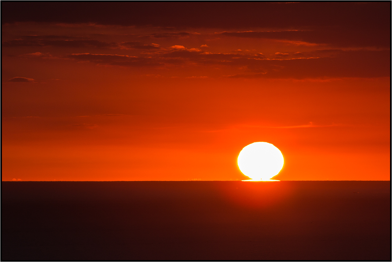 | still kissing the horizon |