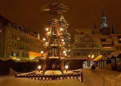 Still ruht der Weihnachtsmarkt im Schnee
