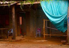 stilleben mit türkisem plastiktuch, laos 2010