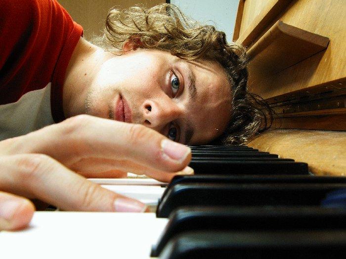 Stillleben in G-moll mit Klavier