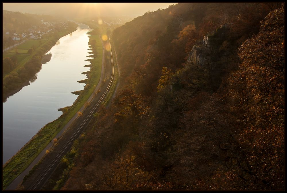 Stimmungsvolle  Herbstpracht am Himmelsstieg - Skywalk Bad Karlshafen
