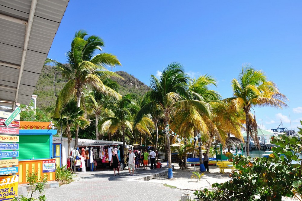 St.Maarten - Shopping unter Palmen