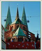 St.Marien zu Lübeck - Rückansicht mit Sternen im Sonnenschein