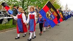Stolz auf die Flagge Ostfrieslands ... Symbol der Friesischen Freiheit