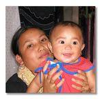 Stolze Mutter auf Bali