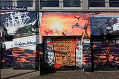 """St.Pauli Hafenstrasse, Graffiti """"Willlst Du mit mir gehen """"..."""