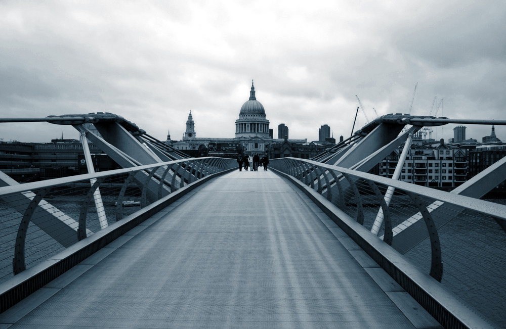 St.Pauls und Millenium-bridge