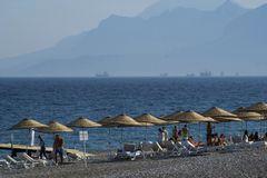 Strand mit Bergblick...