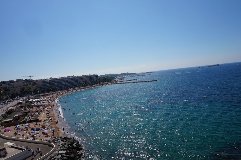 Strand von Saint-Raphaël auf der Côte d'azur aus dem Riesenrad