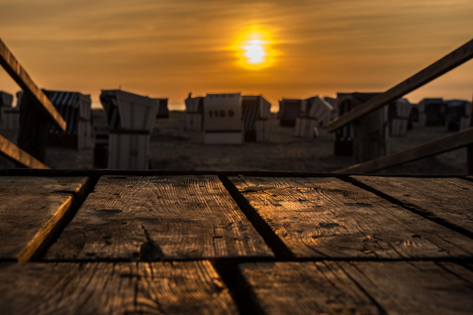 Strandkörbe bei Sonnenuntergang