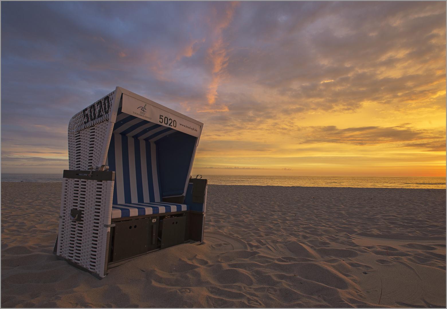 Strandkorb sonnenuntergang  Strandkorb im Sonnenuntergang Foto & Bild | deutschland, europe ...