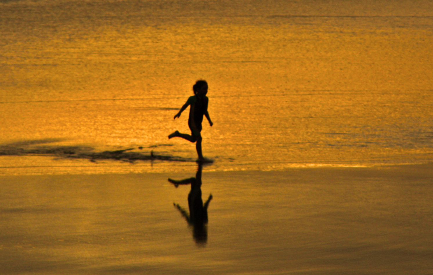Strandlauf bei Sonnenuntergang