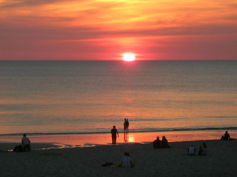 Strandleben beim Sonnenuntergang
