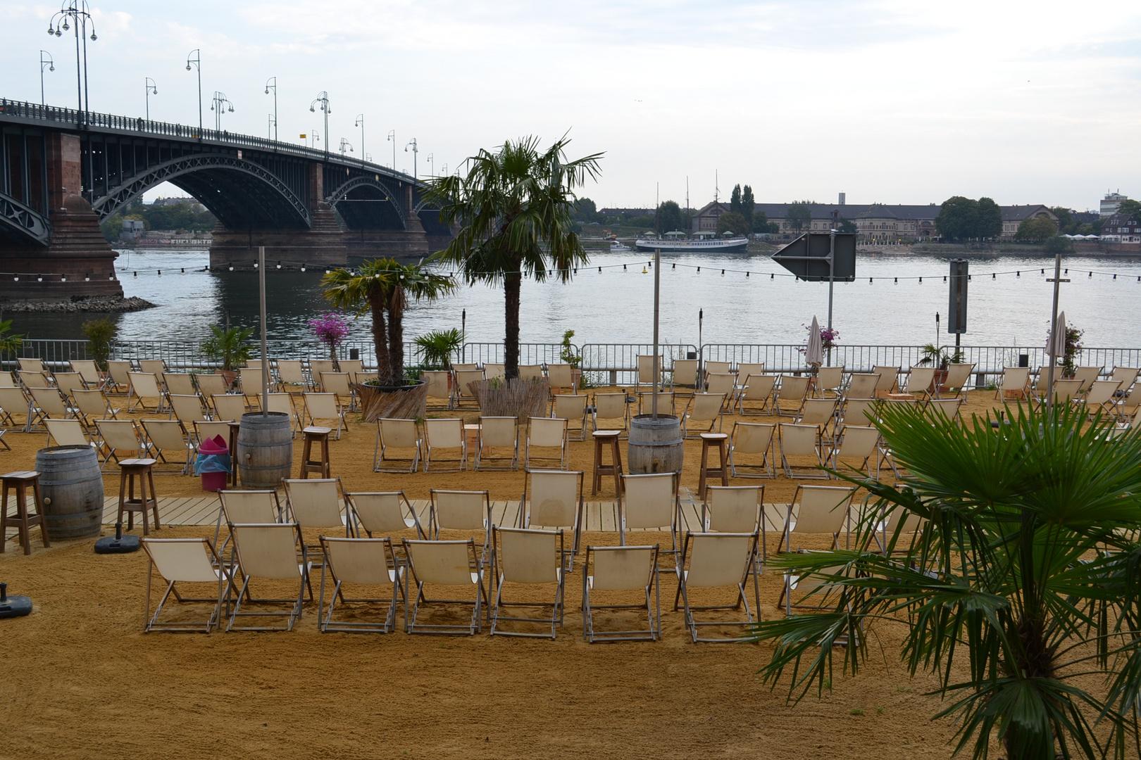 Strandpromenate am Rhein