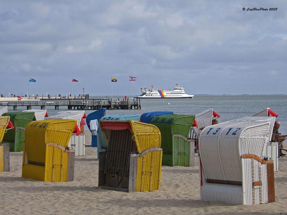 Strandsteg Wyk Insel Föhr mit Strandkörben