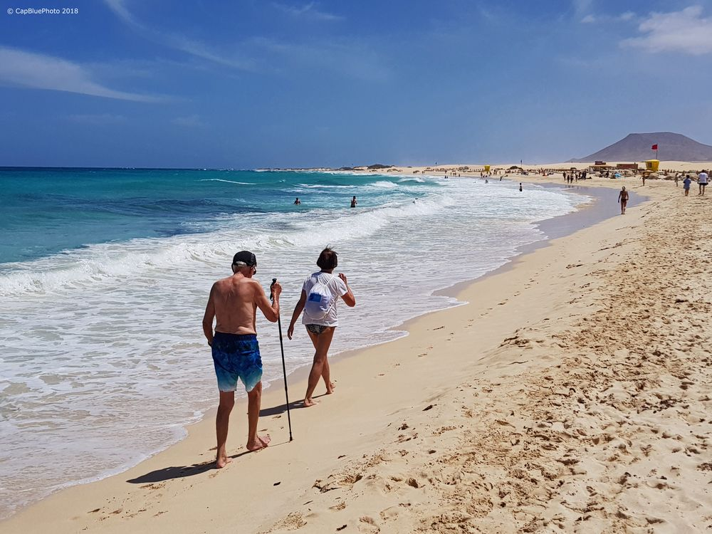 Strandwandern in Corralejo am schönen Sandstrand