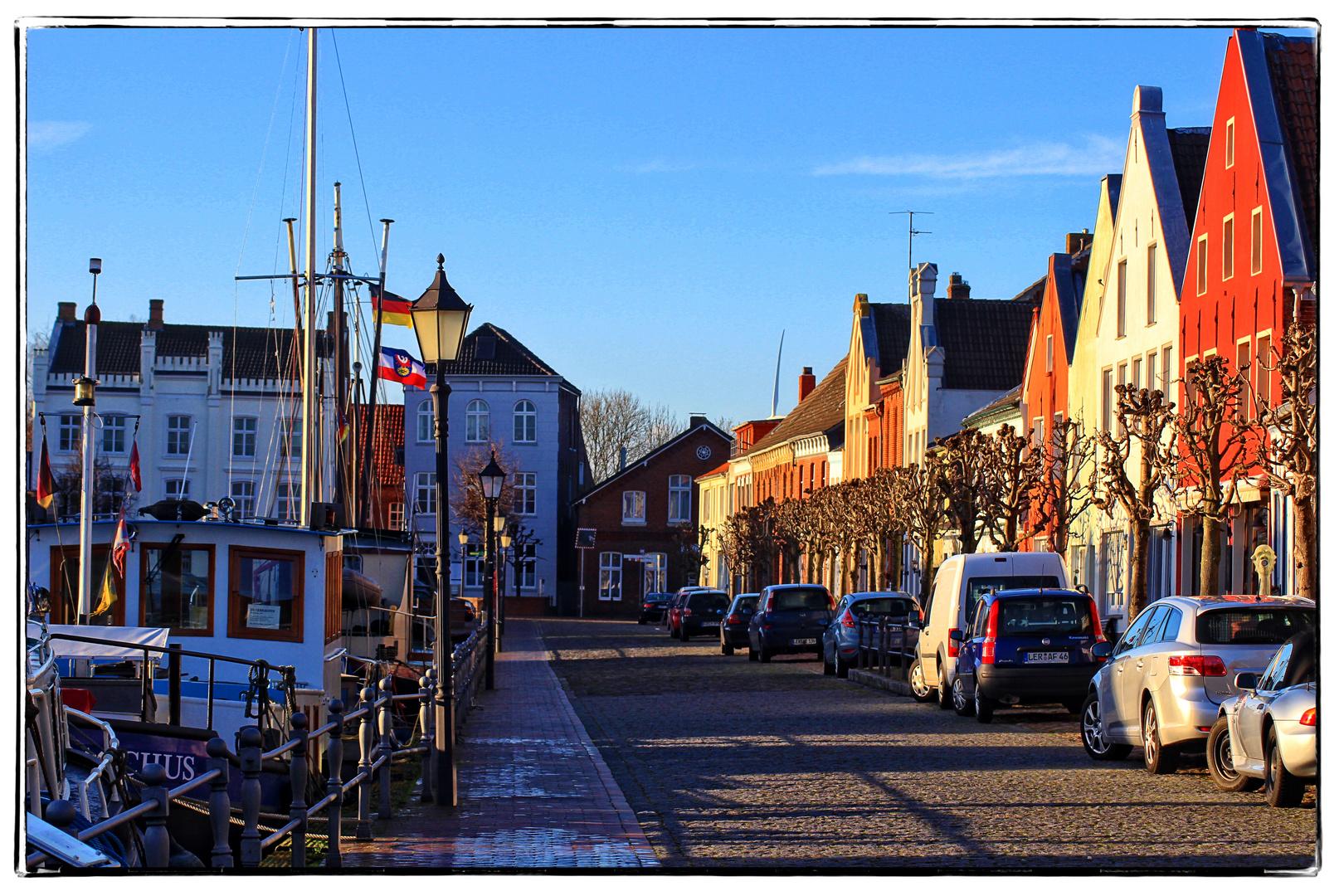Straße am alten Hafen