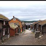 Straße am Rande von Røros