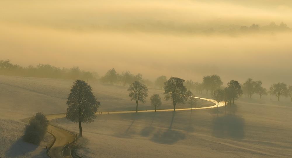 Straße im Sonnenaufgang