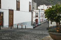 Strasse in Garachico mit Wohnhäusern