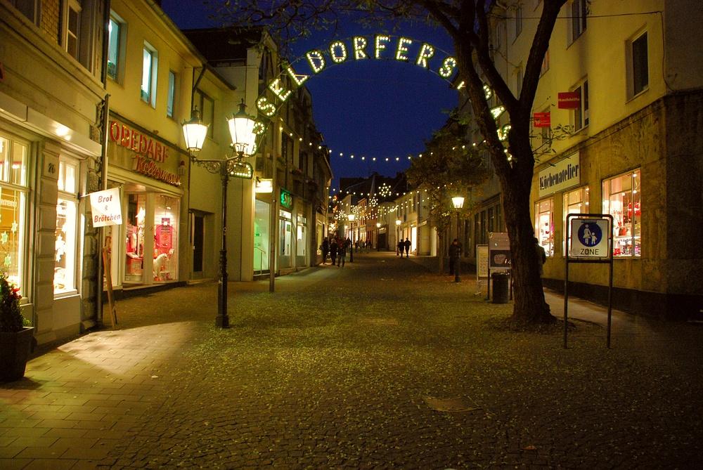 Straße zu Weihnachten