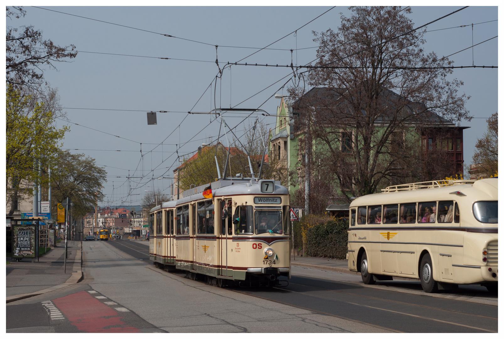 Straßenbahn trifft Bus