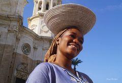 Straßenhändlerin aus dem Senegal in Cádiz