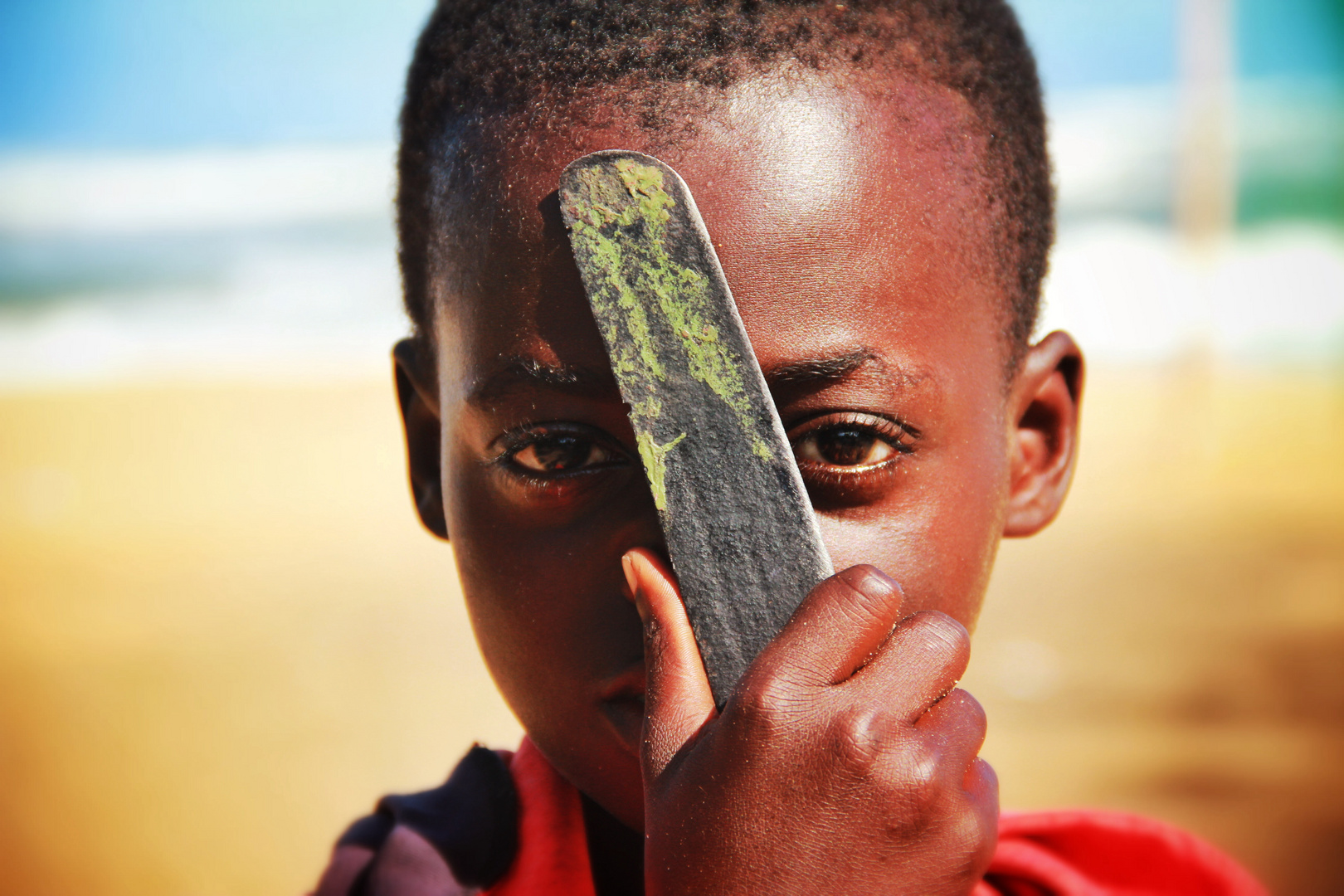 Strassenkind am Strand in Accra, Ghana