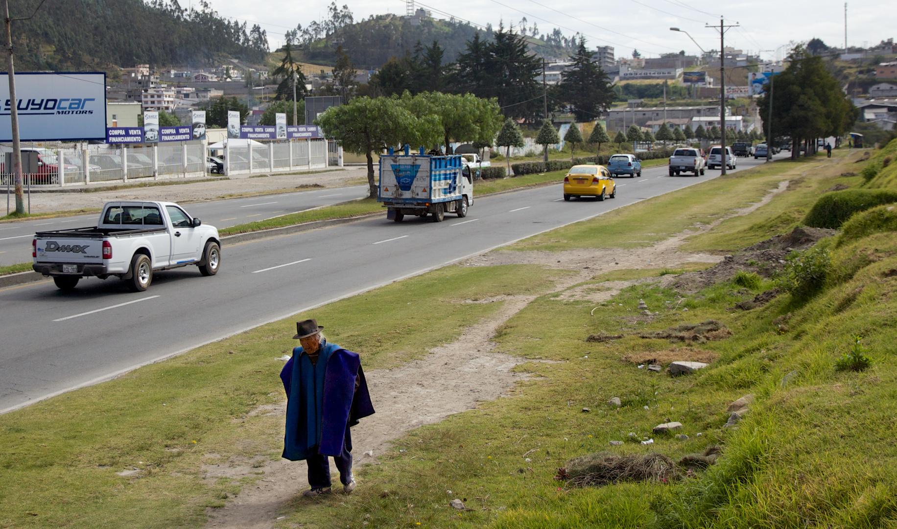 Straßenleben in Anden Ecuadors