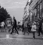 Straßenleben in einer Seifenblase
