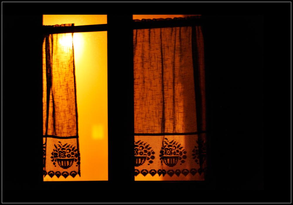Straßenlicht durchs Fenster