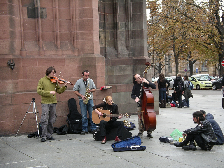 Strassenmusiker vor dem Straßburger Münster