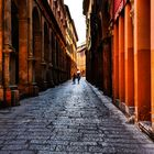 Straßenschlucht in Bologna