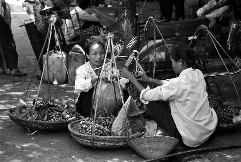 Straßenverkäuferinnen