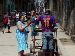 Strassenverkauf mit Ronaldinho in der Altstadt von Havanna