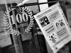 street 100 Jahre MASKENpflicht P20-20-col +6Fotos